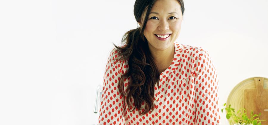 JENNIE WALLDÉN Årets mästerkock 2013 i TV4, aktuell med boken Asiatiska smaker. Lördagen den 30/5 kl. 9-16. Välkomna!